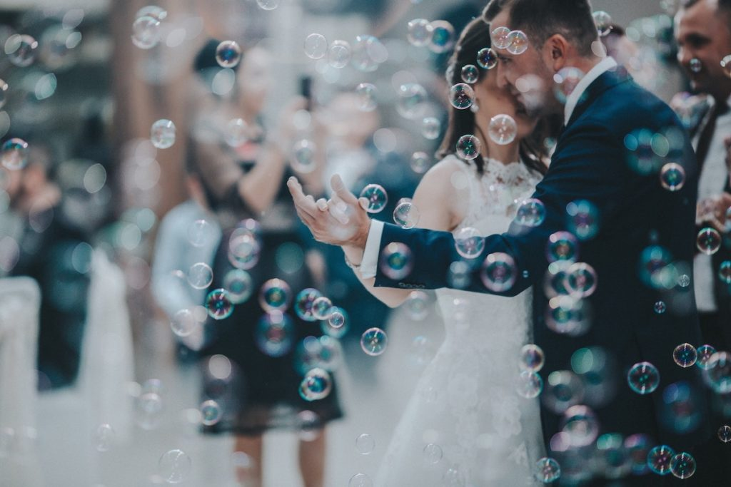 wedding-dance-with-bubbles